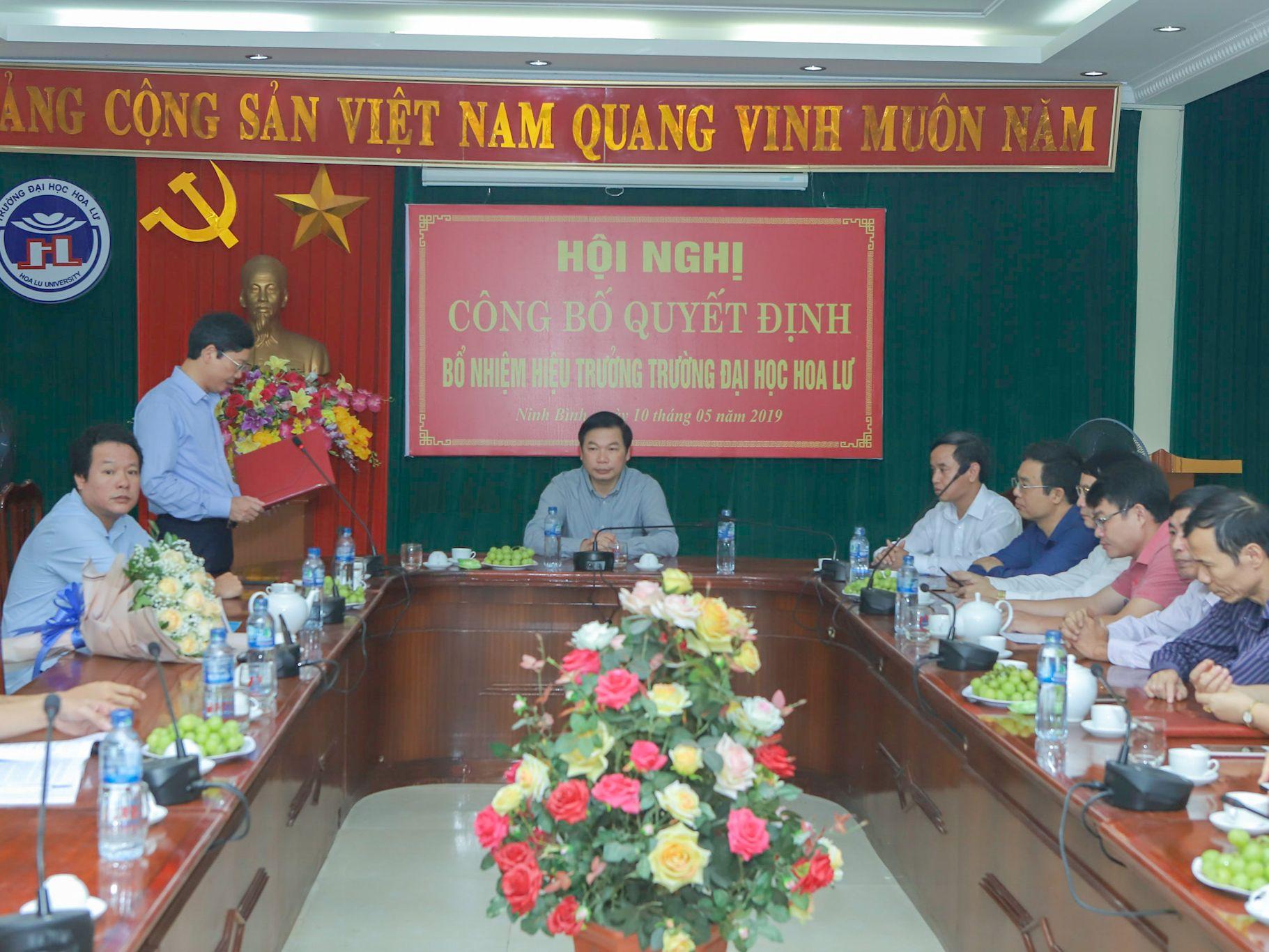 Hội nghị công bố và trao Quyết định bổ nhiệm Hiệu trưởng Trường Đại học Hoa Lư