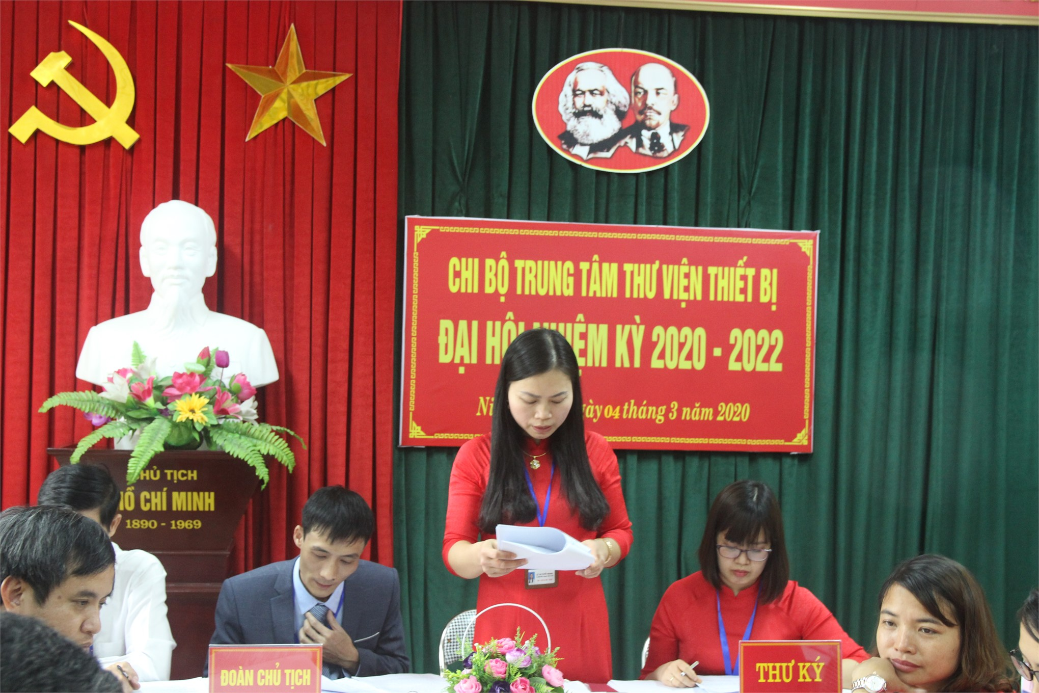 CHI BỘ TRUNG TÂM THƯ VIỆN - THIẾT BỊ TỔ CHỨC ĐẠI HỘI CHI BỘ NHIỆM KỲ 2020 - 2022