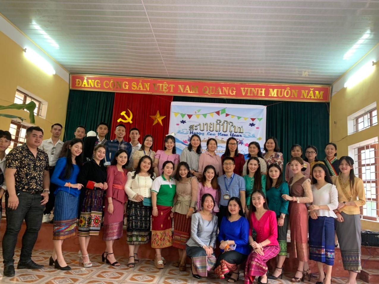Trường Đại học Hoa Lư chúc mừng Tết Bunpimay Lào năm 2021