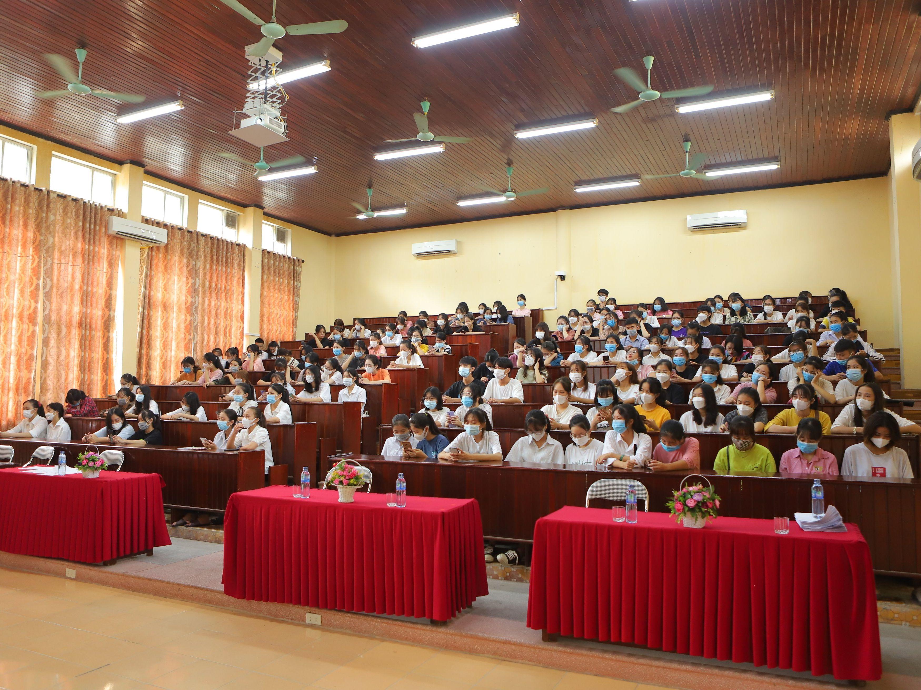 Tuần sinh hoạt công dân - học sinh sinh viên cho tân sinh viên D14, C28